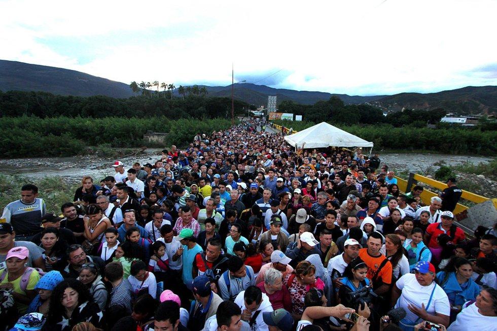 Más de 130.000 venezolanos se abastecen de víveres en Colombia