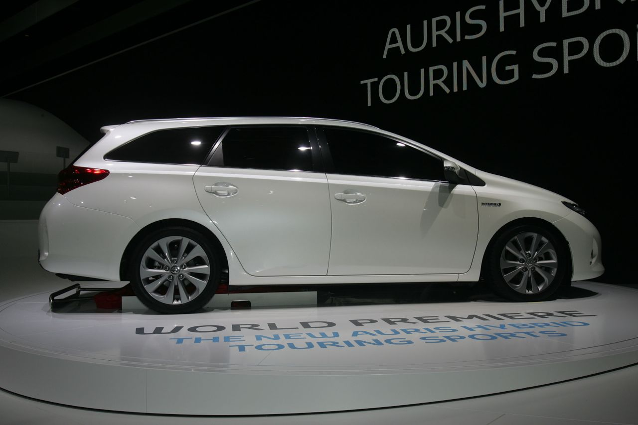 toyota toyota auris hybrid touring sports inversor latam. Black Bedroom Furniture Sets. Home Design Ideas