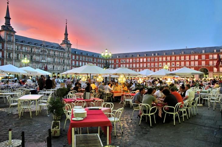 España logra récord de visitantes superando los 75 millones de visitantes