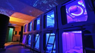 Inauguran hotel que permite ser astronauta por un día