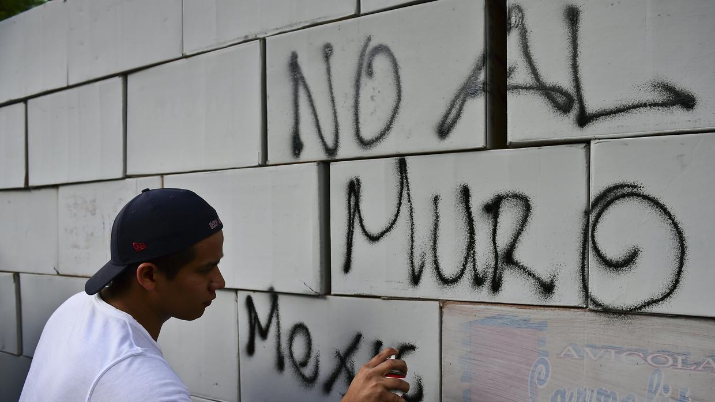 Los mexicanos están de acuerdo con la actitud del Gobierno ante el muro