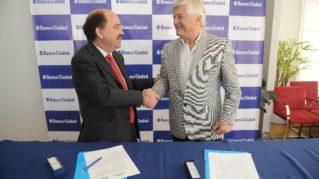 Javier Ortiz Batalla (der), presidente del Banco Ciudad y Alberto Albamonte (izq), presidente de Howard Johnson y Days Inn